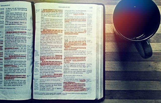 Al leer la Biblia