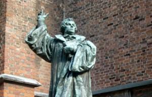 18 Frases Explosivas y Honestas de Martín Lutero