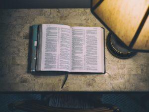 ¿Por dónde empezar a leer la Biblia? Tres sugerencias para ti
