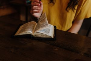 Cómo escoger un plan de lectura bíblica para seguir a diario