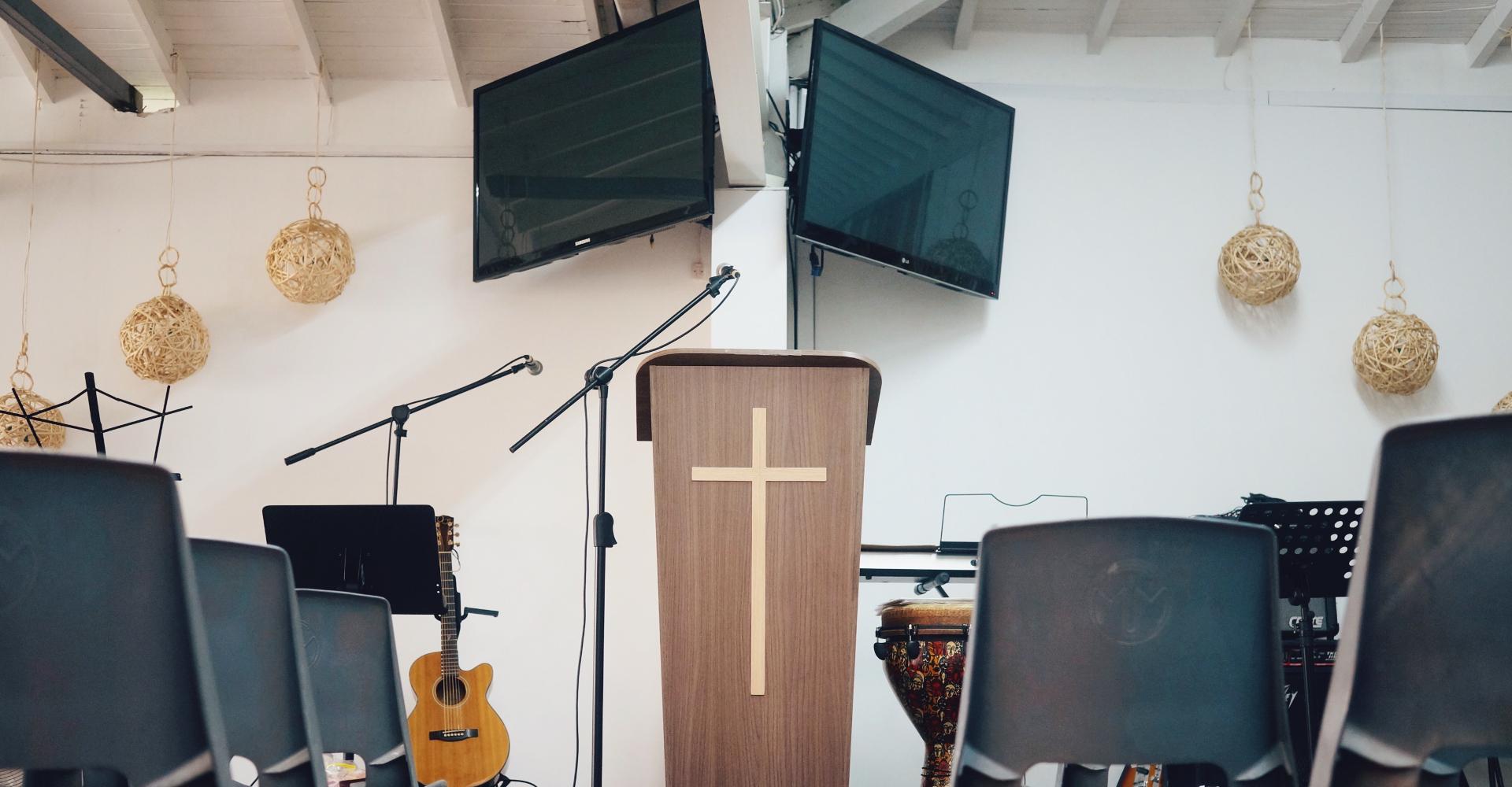 12 señales de consumismo en tu relación con la iglesia